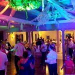 Oświetlenie sali tanecznej. Dekoracja światłem.mniej
